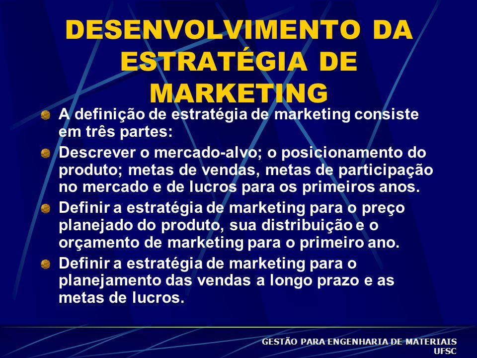 DESENVOLVIMENTO DA ESTRATÉGIA DE MARKETING A definição de estratégia de marketing consiste em três partes: Descrever o mercado-alvo; o posicionamento do produto; metas de vendas, metas de participação no mercado e de lucros para os primeiros anos.