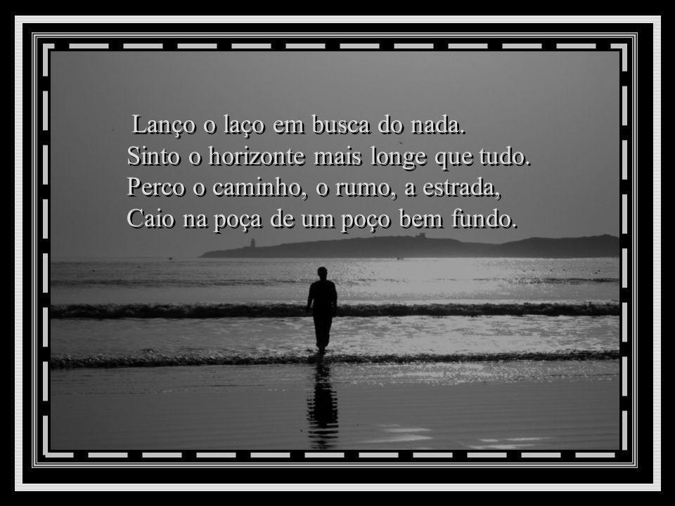 Sinto na alma um quê de saudade, Choro sozinho o sonho perdido, Vejo o passado morto e partido. De mim sinto pena, dó, piedade! Sinto na alma um quê d