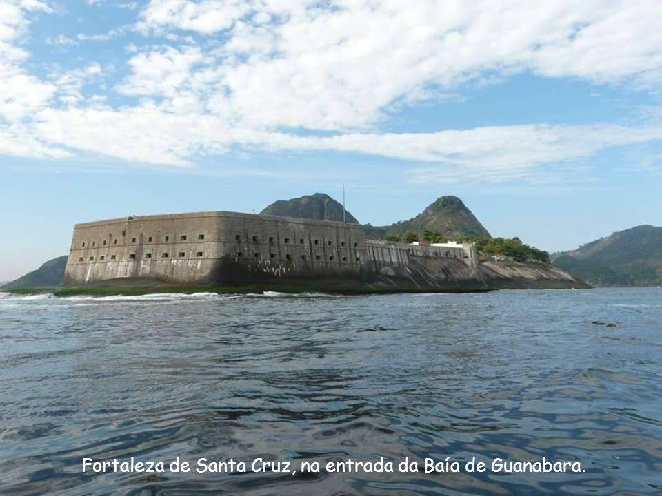 Forte Lage na entrada da Baía de Guanabara.