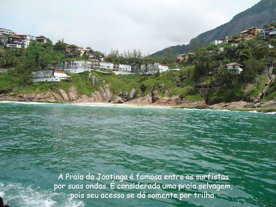 A Pedra da Gávea, situada na altura do Bairro de São Conrado é o maior bloco de pedra a beira mar do planeta.
