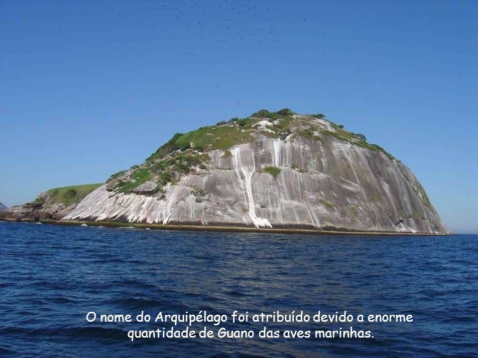 O nome do Arquipélago foi atribuído devido a enorme quantidade de Guano das aves marinhas.