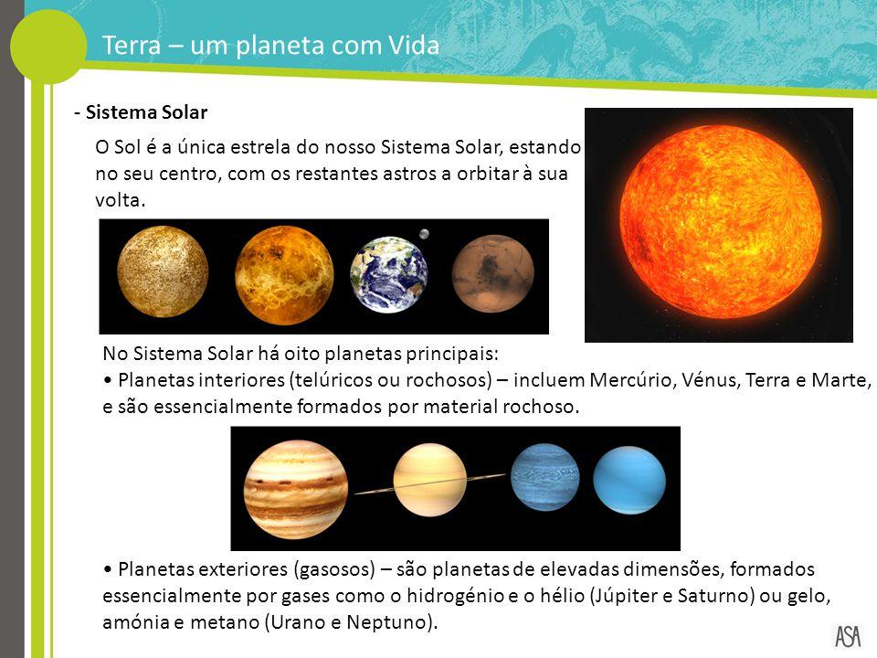 O Sol é a única estrela do nosso Sistema Solar, estando no seu centro, com os restantes astros a orbitar à sua volta. - Sistema Solar No Sistema Solar