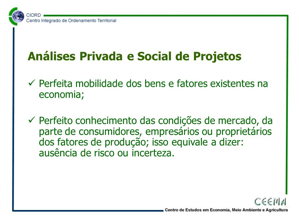  Perfeita mobilidade dos bens e fatores existentes na economia;  Perfeito conhecimento das condições de mercado, da parte de consumidores, empresários ou proprietários dos fatores de produção; isso equivale a dizer: ausência de risco ou incerteza.