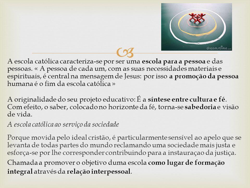  A escola católica caracteriza-se por ser uma escola para a pessoa e das pessoas. « A pessoa de cada um, com as suas necessidades materiais e espirit