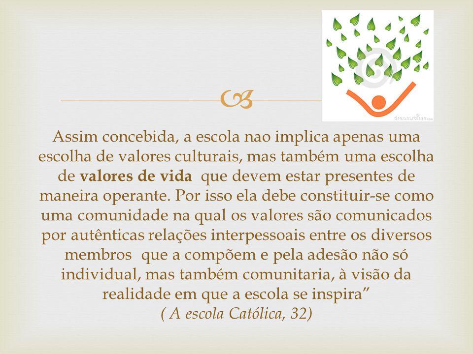  O educador nas escolas católicas deve ser antes de tudo muito competente, qualificado e, ao mesmo tempo, rico em humanidade, capaz de estar no meio dos jovens num estilo pedagógico, para promover o seu crescimento humano e espiritual.