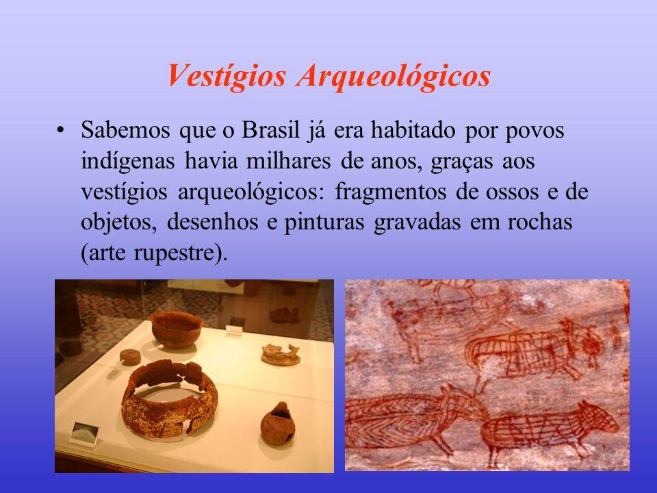 Vestígios Arqueológicos •Sabemos que o Brasil já era habitado por povos indígenas havia milhares de anos, graças aos vestígios arqueológicos: fragment
