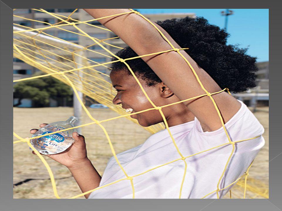  Nestlé - uma empresa construída sobre marcas  O portfólio da marca Nestlé abrange praticamente todo o tipo de alimentos e bebidas : leite e produtos lácteos, nutrição), (infantil, saúde, desempenho e gestão do peso), gelados, cereais matinais, café e bebidas, produtos culinários (pratos preparados, molhos etc.), chocolate e confeitaria, petcare e água engarrafada.