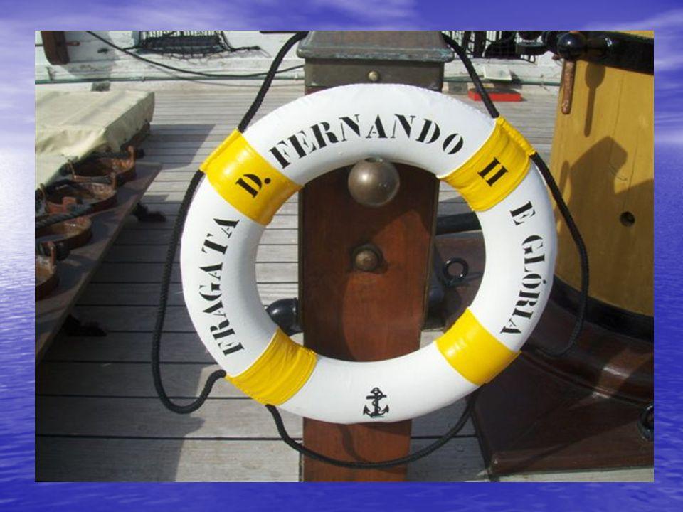 Normas para as refeições: primeiro os doentes, depois os passageiros e por último os tripulantes.