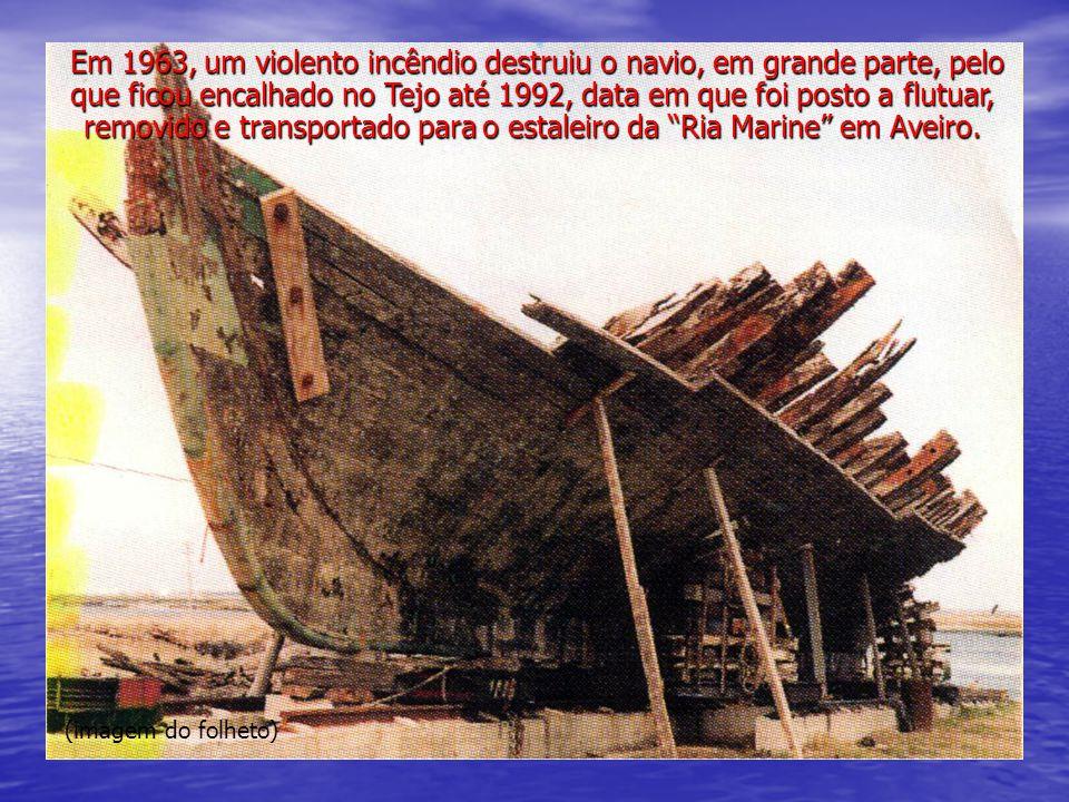 (imagem do folheto) A Marinha conduziu todo o projecto de restauro, coordenado por uma Comissão nomeada para o efeito, com o apoio de diversos peritos.