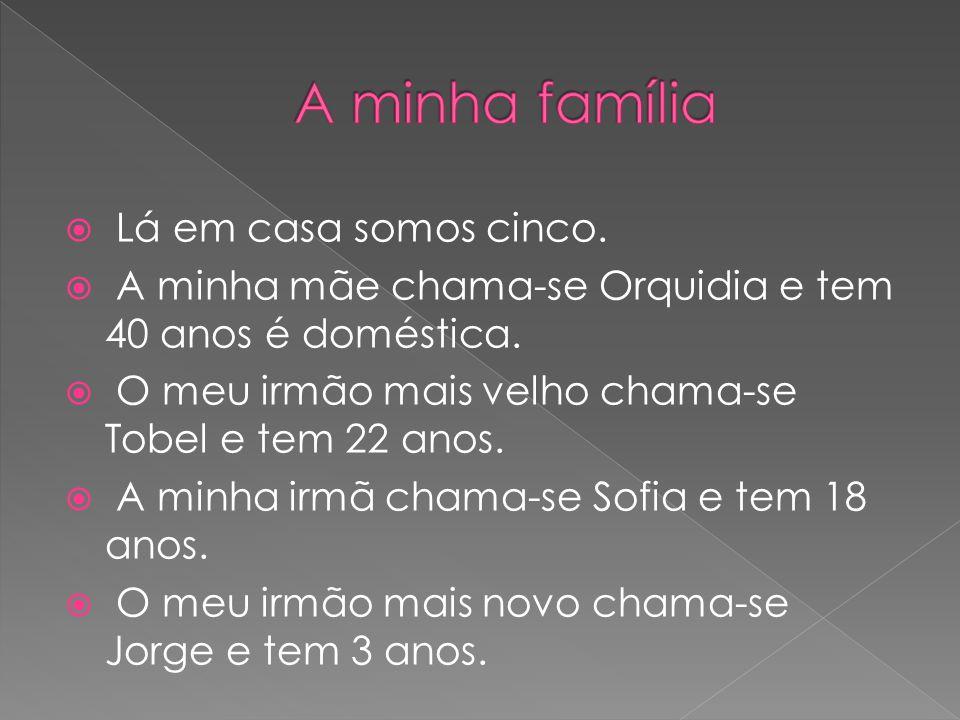  Eu tenho muitos amigos, os melhores amigos são a Catarina Martins, Samuel Gonçalves e Marcela Aleixo.