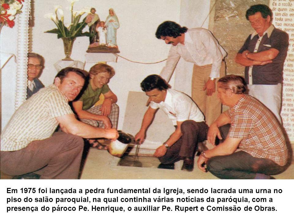 Em 1975 foi lançada a pedra fundamental da Igreja, sendo lacrada uma urna no piso do salão paroquial, na qual continha várias notícias da paróquia, co