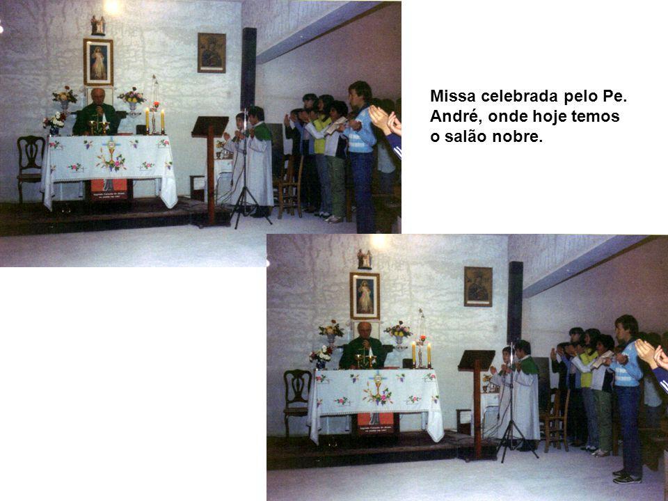 Missa celebrada pelo Pe. André, onde hoje temos o salão nobre.