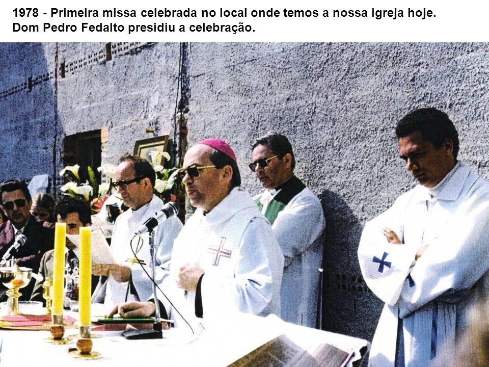 1978 - Primeira missa celebrada no local onde temos a nossa igreja hoje. Dom Pedro Fedalto presidiu a celebração.