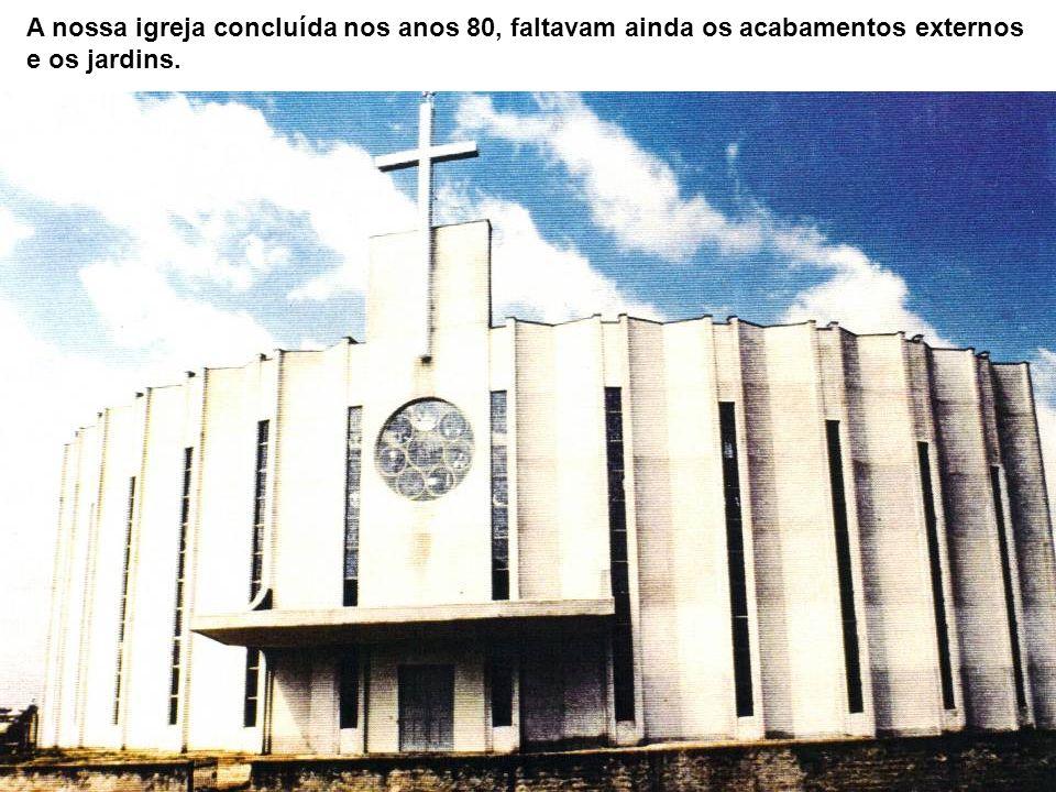 A nossa igreja concluída nos anos 80, faltavam ainda os acabamentos externos e os jardins.