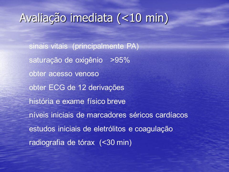Avaliação imediata (<10 min) sinais vitais (principalmente PA) saturação de oxigênio >95% obter acesso venoso obter ECG de 12 derivações história e ex