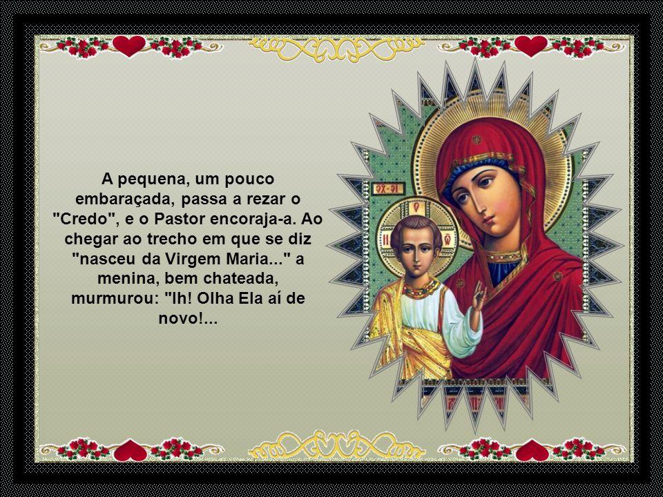 A pequena rezou o Pai Nosso , e o Pastor a felicitou.