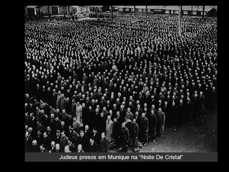 Judeus presos em Munique na Noite De Cristal