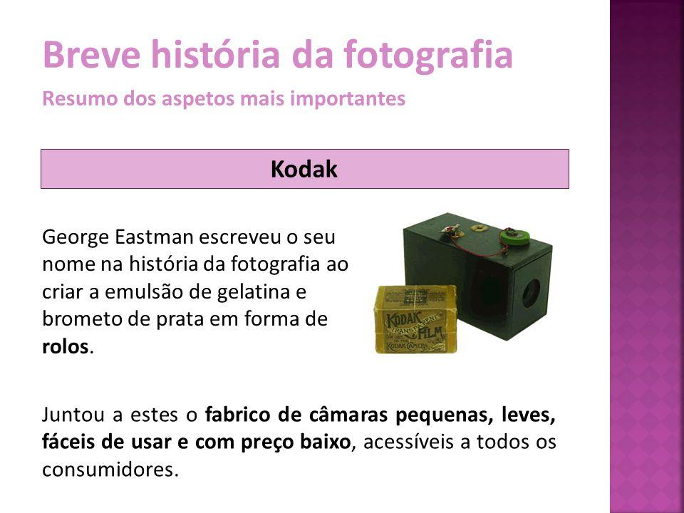 Breve história da fotografia Resumo dos aspetos mais importantes A prática fotográfica ao alcance de todos só se tornou realidade com a introdução dos negativos flexíveis (inclusive coloridos) e da máquina fotográfica amadora Kodak (1888).
