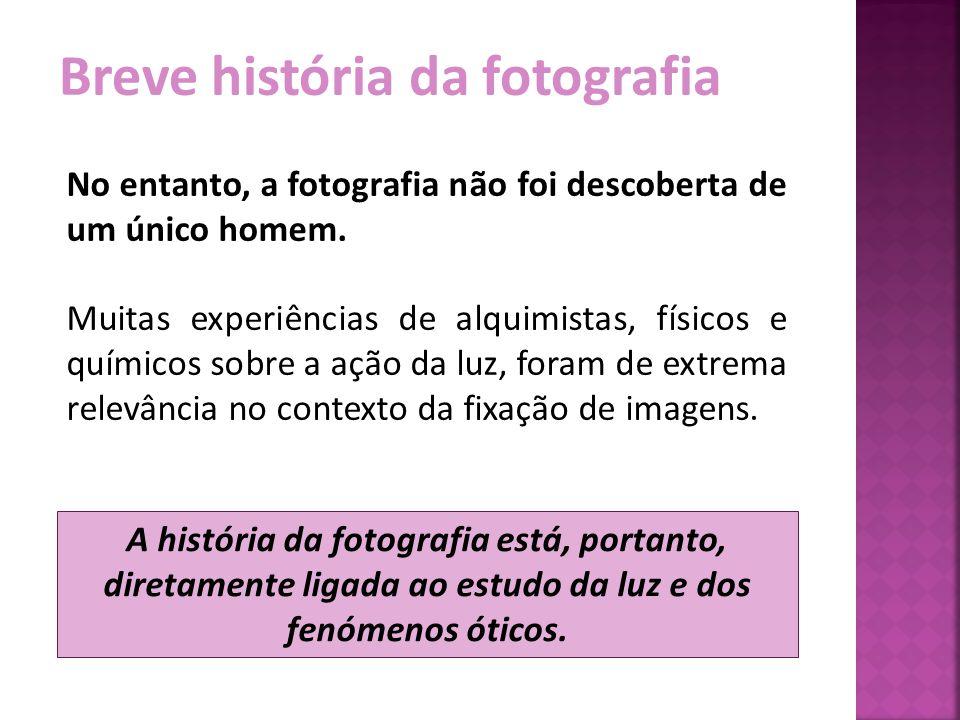 Breve história da fotografia No entanto, a fotografia não foi descoberta de um único homem. Muitas experiências de alquimistas, físicos e químicos sob