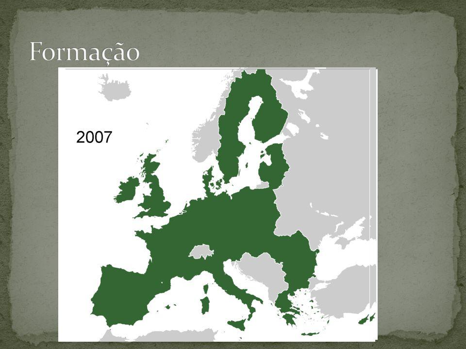 CECACEE •Comunidade Européia do Carvão e do Aço (1951) •Alemanha Ocidental, França, Itália, Bélgica, Holanda e Luxemburgo •Comunidade Econômica Européia (1957) •Grã-Bretanha, Espanha, Portugal, Irlanda, Dinamarca, Grécia UE •União Européia (1993) •Suécia, Áustria e Finlândia (1995) Auxilia na reconstrução da indústria continental arruinada na Segunda Guerra Superar rivalidades e integrar economia.