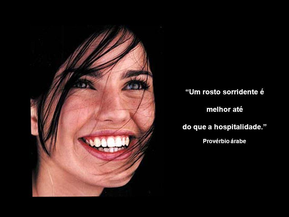 Um rosto sorridente é melhor até do que a hospitalidade. Provérbio árabe