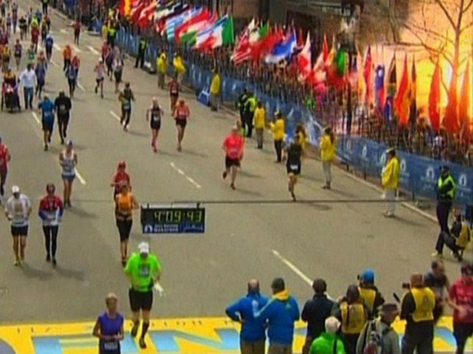 Duas bombas cheias de peças de metal explodiram no meio da multidão perto da linha de chegada da Maratona de Boston, matando três pessoas e desencadeando uma caçada.