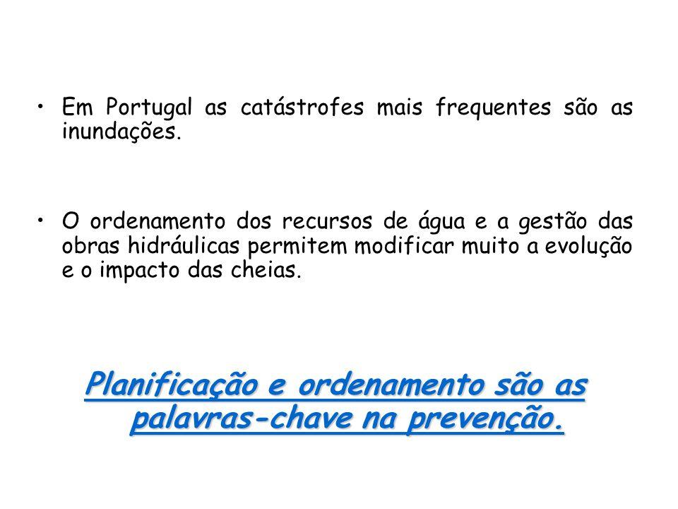 •Em Portugal as catástrofes mais frequentes são as inundações. •O ordenamento dos recursos de água e a gestão das obras hidráulicas permitem modificar