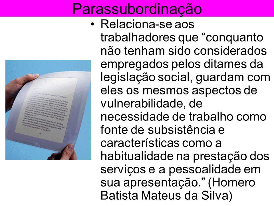 """Parassubordinação •Relaciona-se aos trabalhadores que """"conquanto não tenham sido considerados empregados pelos ditames da legislação social, guardam c"""