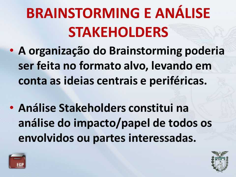 BRAINSTORMING E ANÁLISE STAKEHOLDERS • A organização do Brainstorming poderia ser feita no formato alvo, levando em conta as ideias centrais e perifér