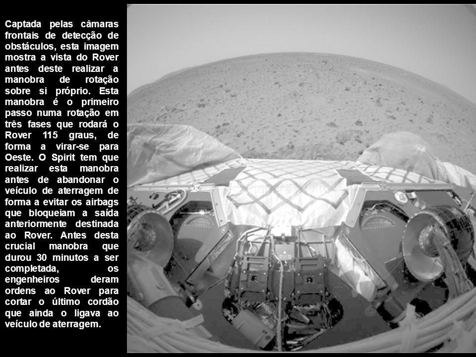 Captada pelas câmaras frontais de detecção de obstáculos, esta imagem mostra a vista do Rover antes deste realizar a manobra de rotação sobre si própr