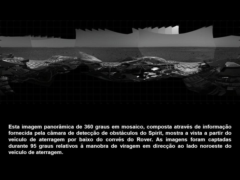 Esta imagem panorâmica de 360 graus em mosaico, composta através de informação fornecida pela câmara de detecção de obstáculos do Spirit, mostra a vis