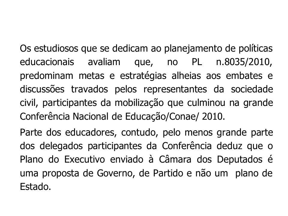 Os estudiosos que se dedicam ao planejamento de políticas educacionais avaliam que, no PL n.8035/2010, predominam metas e estratégias alheias aos emba