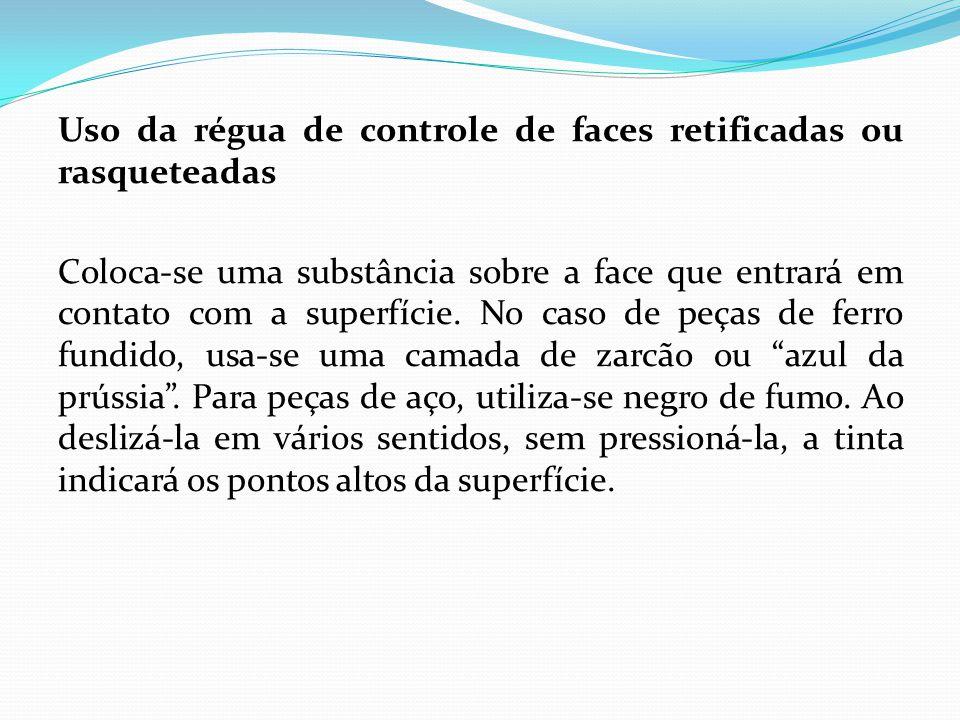Uso da régua de controle de faces retificadas ou rasqueteadas Coloca-se uma substância sobre a face que entrará em contato com a superfície. No caso d
