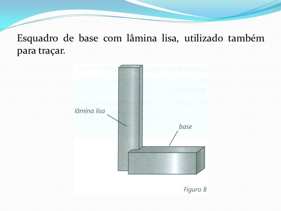 Esquadro de base com lâmina lisa, utilizado também para traçar.