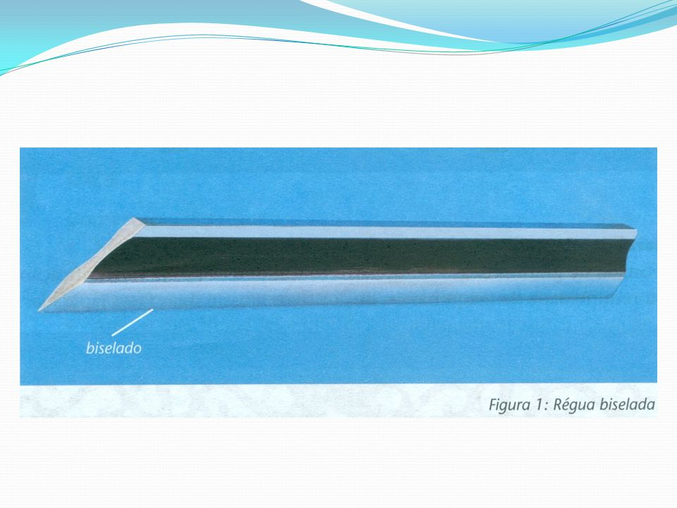 Para verificar a planicidade de uma superfície, coloca-se a régua com o fio retificado em contato suave sobre essa superfície, verificando se há passagem de luz.