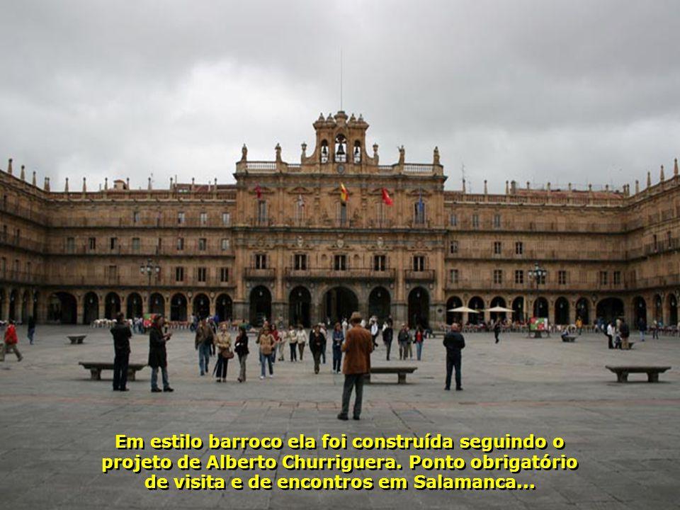Em estilo barroco ela foi construída seguindo o projeto de Alberto Churriguera.