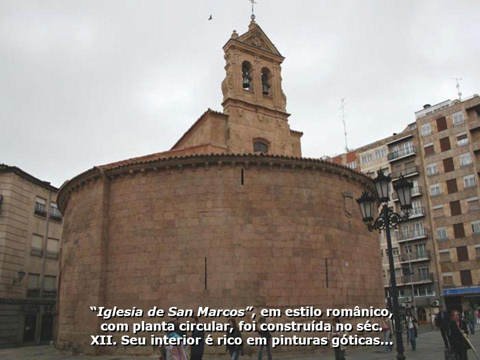 Iglesia de San Marcos , em estilo românico, com planta circular, foi construída no séc.