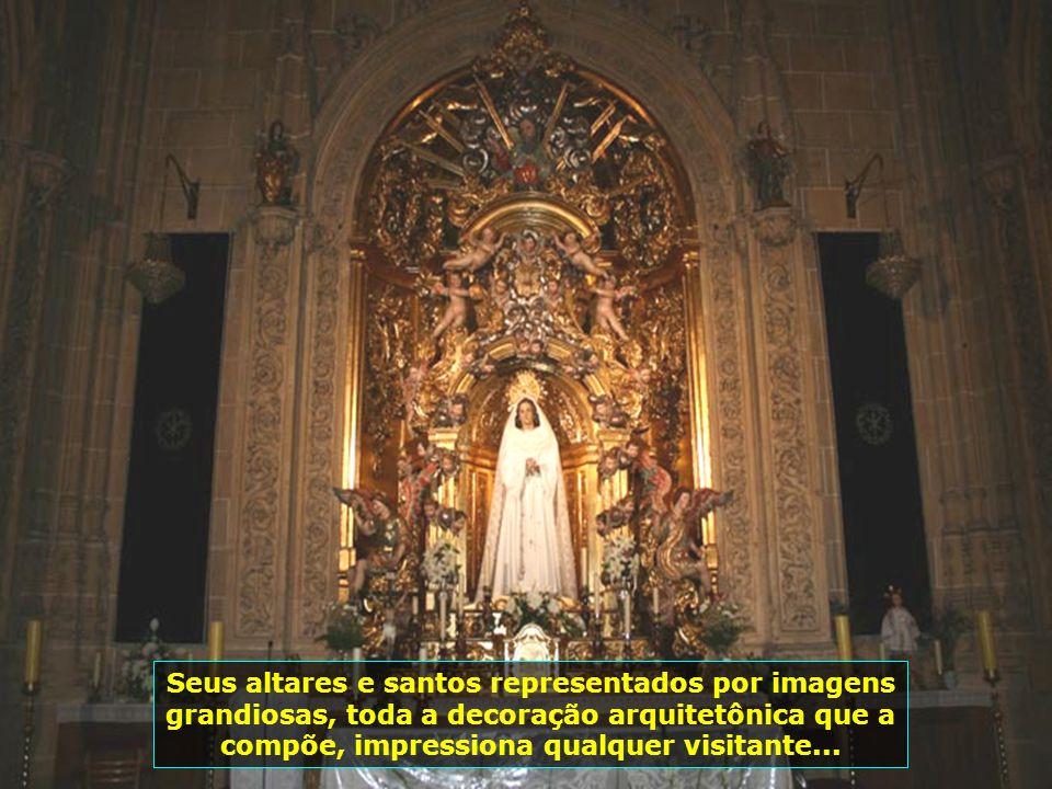 Seus altares e santos representados por imagens grandiosas, toda a decoração arquitetônica que a compõe, impressiona qualquer visitante...