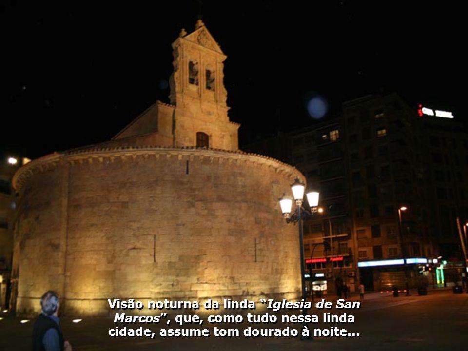 Visão noturna da linda Iglesia de San Marcos , que, como tudo nessa linda cidade, assume tom dourado à noite...
