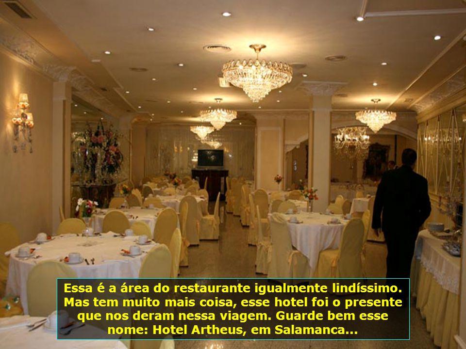 Essa é a área do restaurante igualmente lindíssimo.