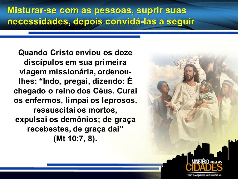 Misturar-se com as pessoas, suprir suas necessidades, depois convidá-las a seguir Quando Cristo enviou os doze discípulos em sua primeira viagem missi