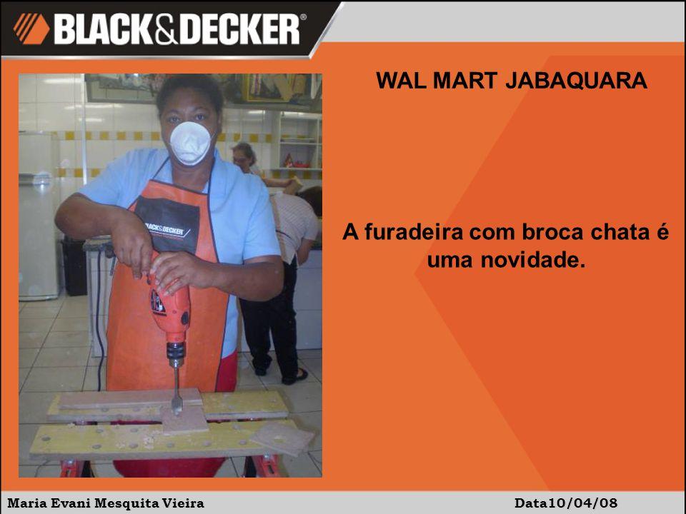 Maria Evani Mesquita Vieira Data:10/04/08 WAL MART JABAQUARA Uso da cola e do pinador para montar a peça.