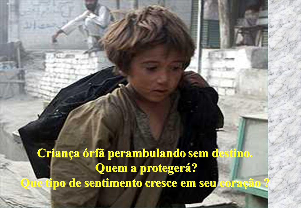 Criança órfã perambulando sem destino. Quem a protegerá? Que tipo de sentimento cresce em seu coração ? Criança órfã perambulando sem destino. Quem a
