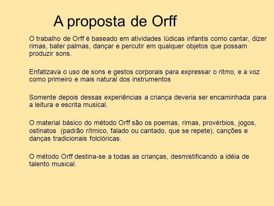 O trabalho de Orff é baseado em atividades lúdicas infantis como cantar, dizer rimas, bater palmas, dançar e percutir em qualquer objetos que possam p