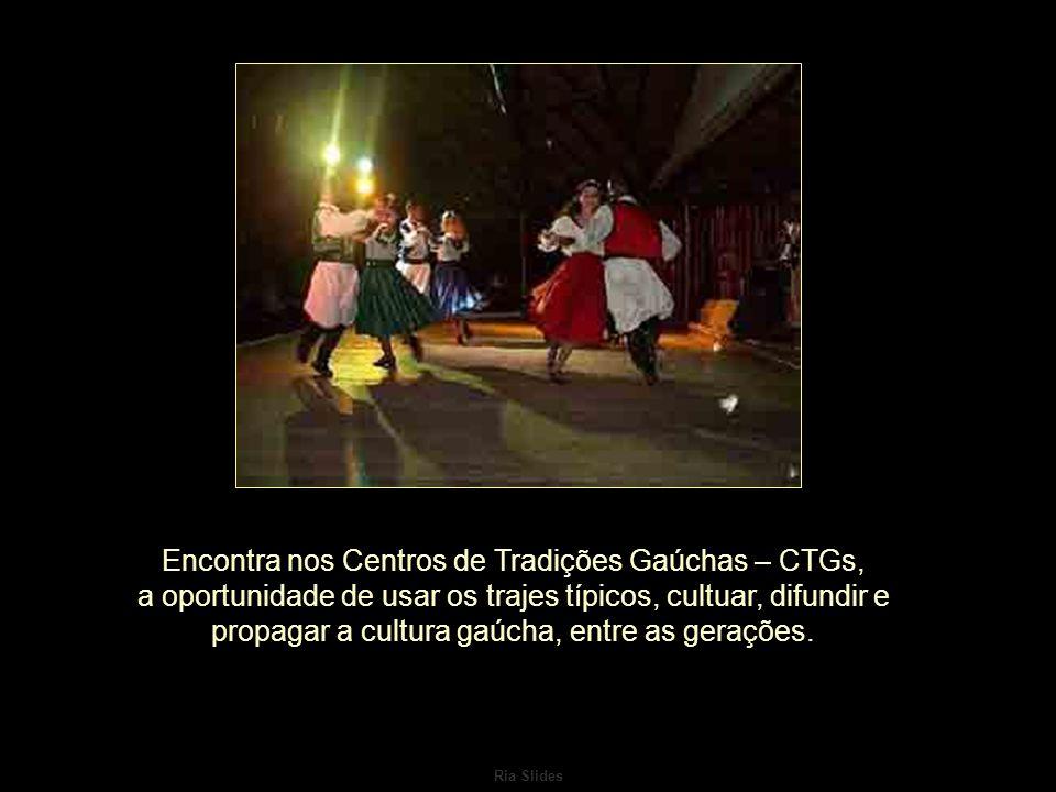 Ria Slides O chimarrão é a bebida preferida, chegando a ser o símbolo da hospitalidade e da amizade.