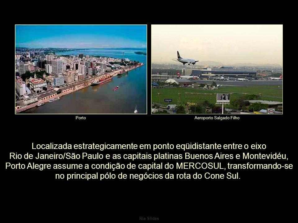 Ria Slides Localizada estrategicamente em ponto eqüidistante entre o eixo Rio de Janeiro/São Paulo e as capitais platinas Buenos Aires e Montevidéu, Porto Alegre assume a condição de capital do MERCOSUL, transformando-se no principal pólo de negócios da rota do Cone Sul.
