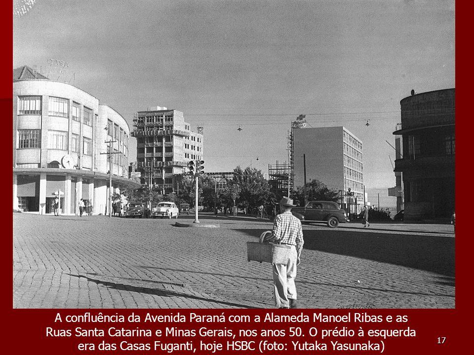 17 A confluência da Avenida Paraná com a Alameda Manoel Ribas e as Ruas Santa Catarina e Minas Gerais, nos anos 50. O prédio à esquerda era das Casas