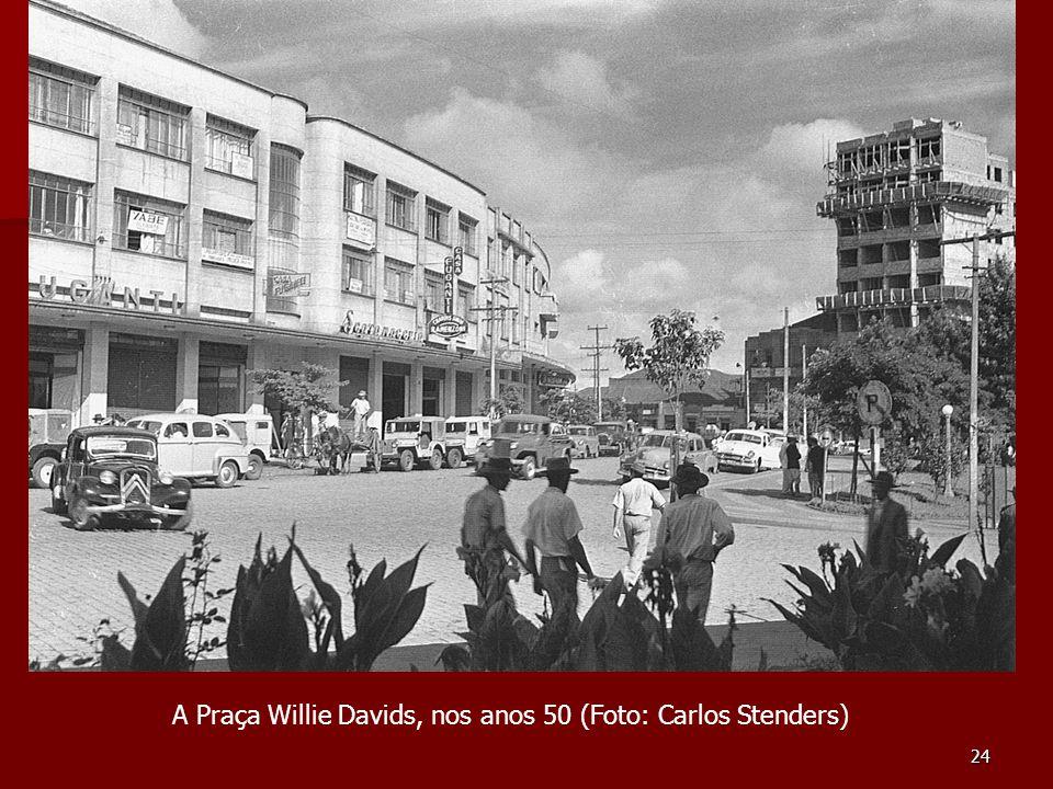 24 A Praça Willie Davids, nos anos 50 (Foto: Carlos Stenders)