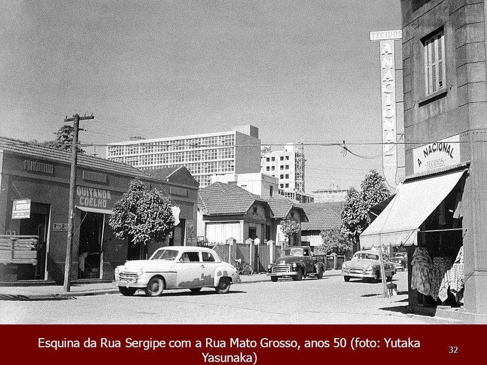 32 Esquina da Rua Sergipe com a Rua Mato Grosso, anos 50 (foto: Yutaka Yasunaka)