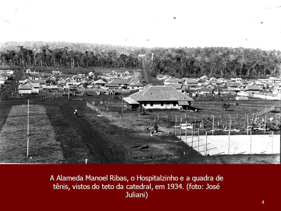 35 Jardim que existia em frente à antiga Prefeitura (demolida para dar lugar à atual agência do Bradesco), na Rua Minas Gerais, em meados dos anos 50.
